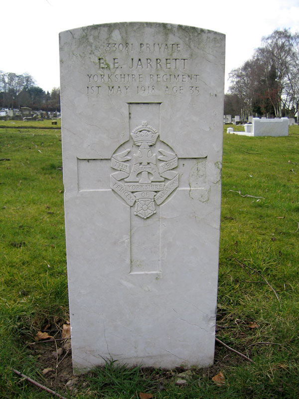 The grave of Private Ernest Jarrett in Beeston and Stapleford (Beeston) Cemetery
