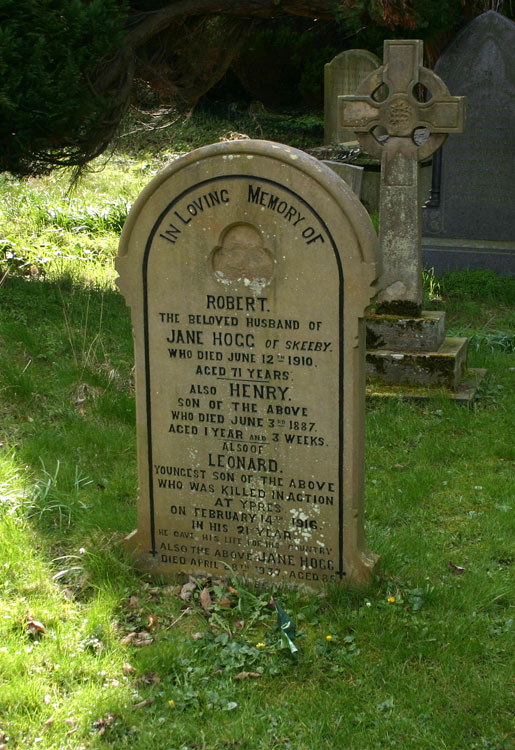 The Hogg family gravestone in Easby Churchyard, where Leonard Hogg of the Yorkshire Regiment is commemorated.