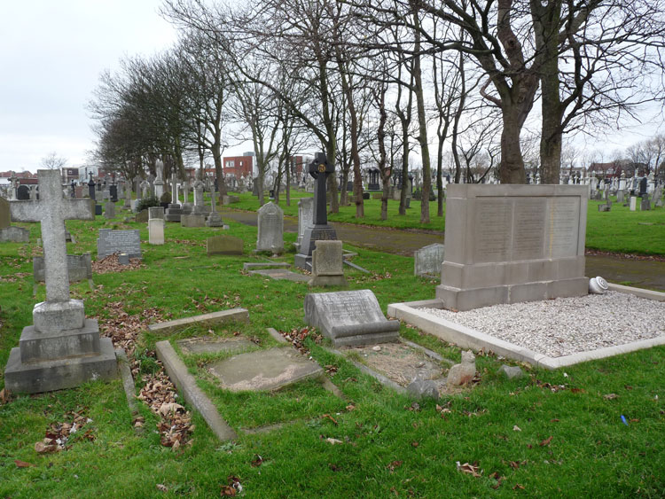 Lieutenant Macdonald's Grave in Blackpool (Layton) Cemetery (2nd Left, fireground)