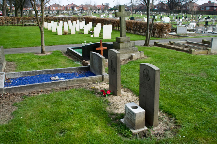 Private G F Sanderson's grave (red flowers) in the Newcastle-upon-Tyne (Byker and Heaton) Cemetery.