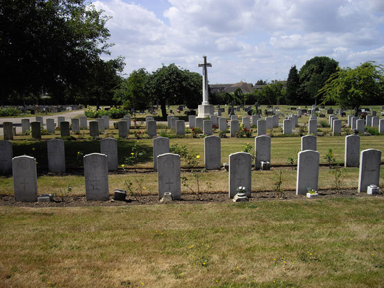 The Cross of Sacrifice and the War Graves Plot in Colchester Cemetery