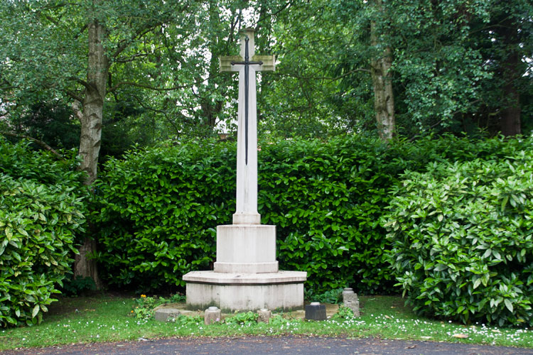 The Cross of Sacrifice in Darlington West Cemetery