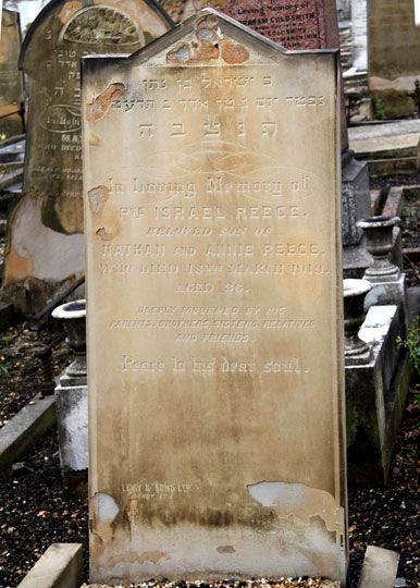 The Headstone for Private Harry Israel Reece in East Ham (Marlow Road) Jewish Cemetery.