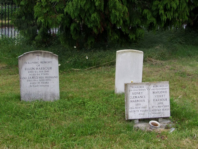 View looking at the back of Pte Harbour's headstone set between the graves of other Harbour family members namely his father James, mother Ellen, his son Sidney and Sidney's wife, 