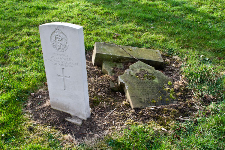Below is a photograph of the grave of Private William Franklin of the R A M C, who died in Bristol Hospital on 5 October 1916 aged 28. Also buried was his wife Sarah Ann who died the following year aged 26.