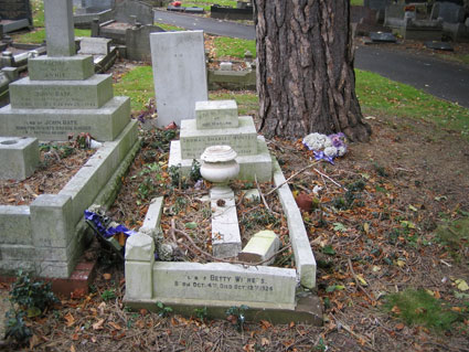 Private HUnter's Grave in Halesowen Cemetery