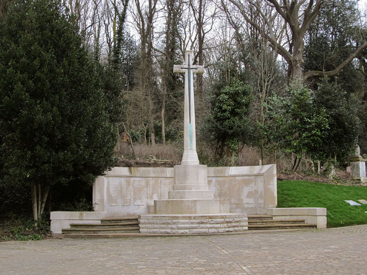The Cross of Sacrifice and Screen Wall in HIghgate Cemetery (West)
