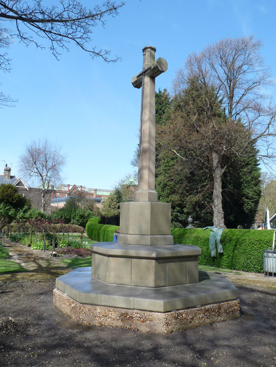 The Cross of Sacrifice - Hull (Hedon Road) Cemetery