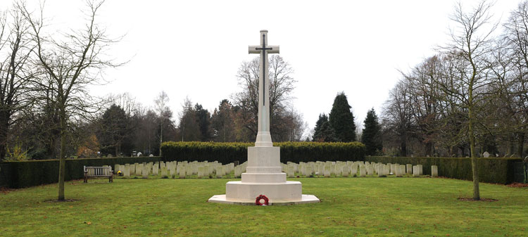 The Cross of Sacrifice and War Graves plot in Norwich Cemetery