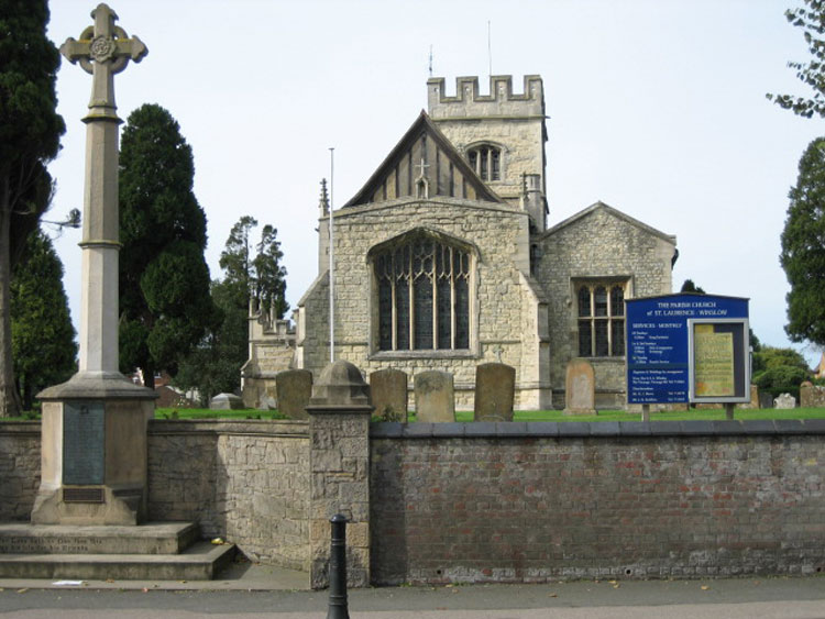 St. Lawrence's Church, Winslow, and the Winslow War Memorial.