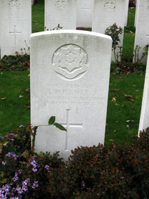 Private Leslie Willmer. 40153. 4th Battalion East Yorkshire Regiment, formerly 42744 the Yorkshire Regiment. Son of Frederick Funnell Willmer and Lillie Willmer, of Brighton. Killed 10 April 1918. Aged 19.