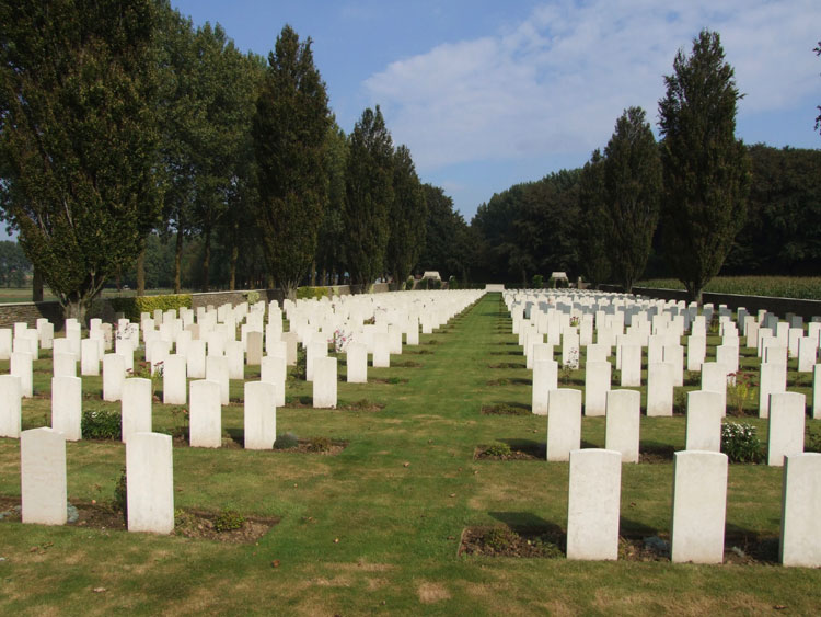 Warlincourt Halte British Cemetery, Saulty
