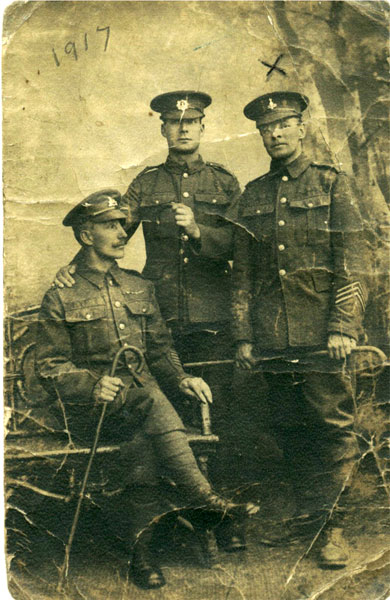 Private Tom Everitt (right) photographed in 1917, with two fellow prisoners.