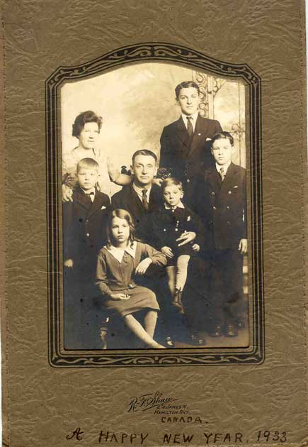 Sidney Young, centre, with Florence Catherine Lee (wife) and children (from oldest) Sidney Gordon, Charles Stanley, Florence Ivy, Thomas Edward , and George.